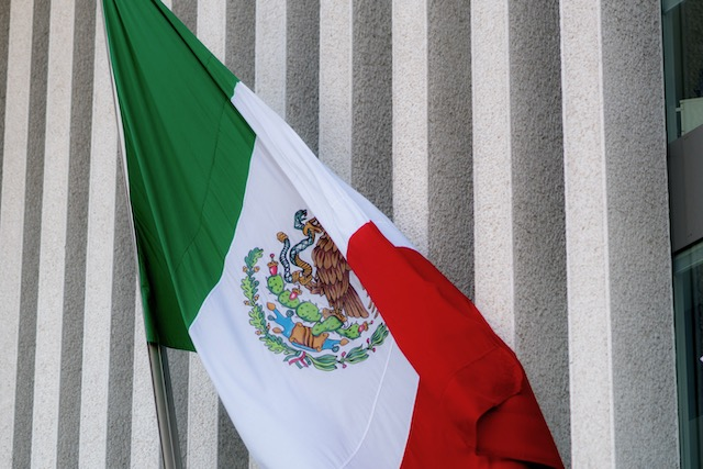 Consulado de México reinicia servicios con restricciones