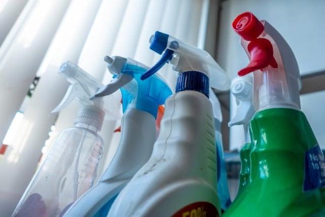 Desinfectante en su cuerpo no lo protegerá del COVID-19