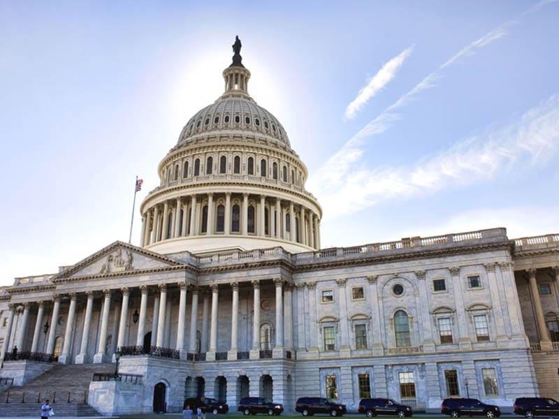 Proponen ley para atender excluidos de ayudas del gobierno