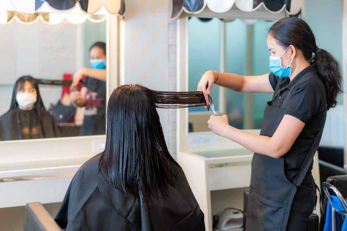 Cómo mantenerse seguro en los salones de uñas y salones de belleza