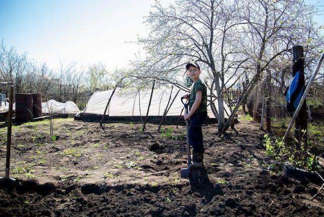 Niños latinos que trabajan en el campo tienen problemas respiratorios