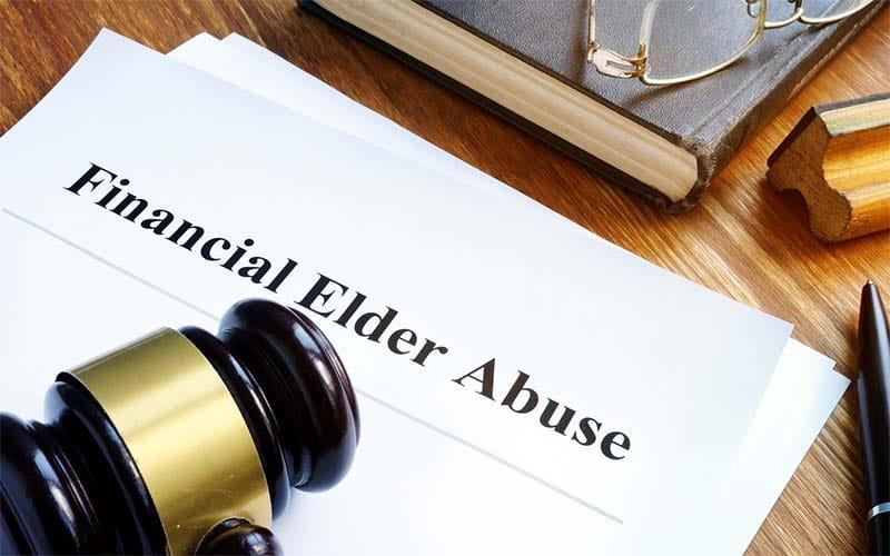 Que hacer si alguien está abusando económicamente de un anciano