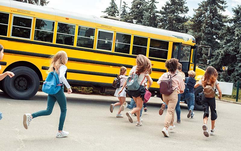 Sera seguro subirse al autobús escolar si sigue la pandemia del COVID-19