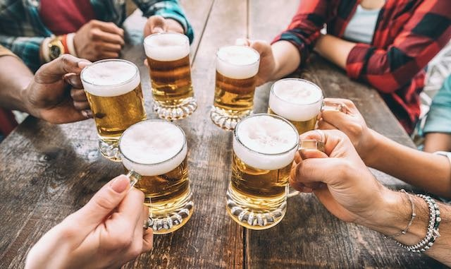 ¿Se puede buscar una mascarilla gratis en una cervecería?