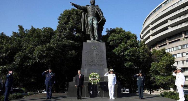 Andrés Manuel López Obrador visita monumento de Lincoln y estatua de Juárez