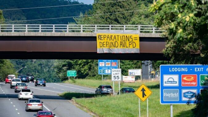 Asheville aprueba compensacion para residentes afroamericanos por esclavitud y discriminacion