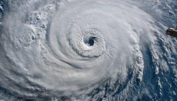 """Carolina del Norte en """"emergencia"""" por huracán Isaías"""