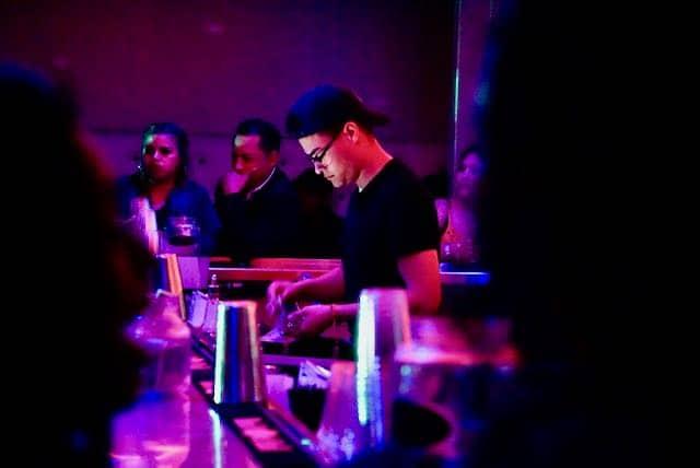 discotecas latinas aun permanecen cerradas