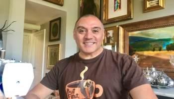 Diseñador de moda latino, Luis Machicao, hace mascarillas para la comunidad