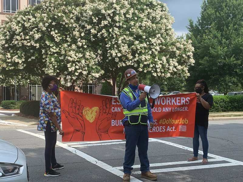 """Los trabajadores esenciales piden a senador Tillis que apruebe ley """"HEROES"""""""