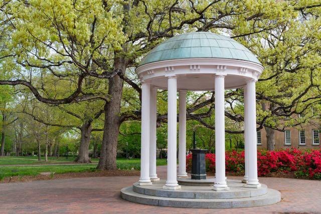 UNC-Chapel Hill da a conocer que clases seran presenciales y en línea
