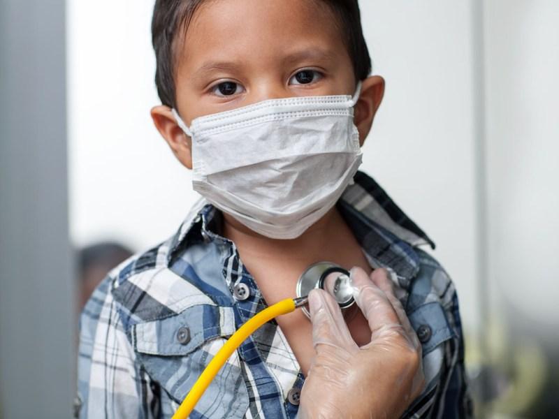 Raro síndrome asociado al COVID-19 presenta más casos en niños latinos