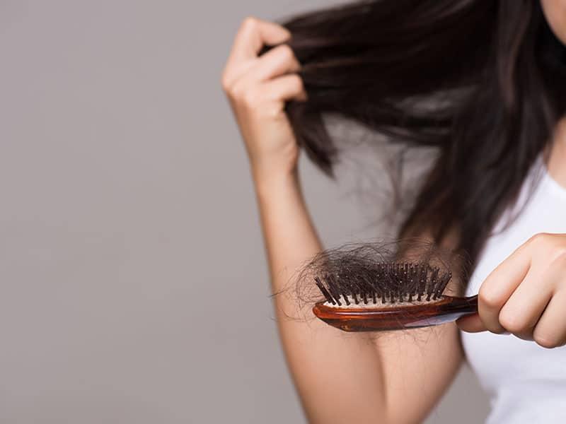 como-evitar-la-caida-del-cabello-en-tiempos-de-covid-19