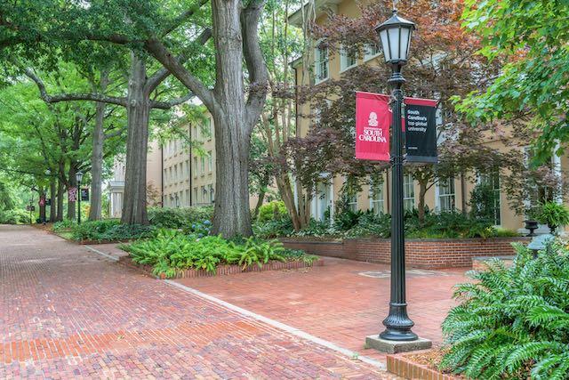 La Universidad de Carolina del Sur informa mas de 1 000 casos de COVID19
