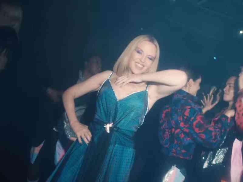 ¡Qué joven se ve! Kylie Minogue luce radiante en nuevo video