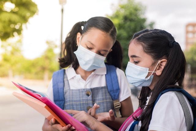 COVID-19: 7 guarderías y 22 escuelas son puntos de contagio en Carolina del Norte