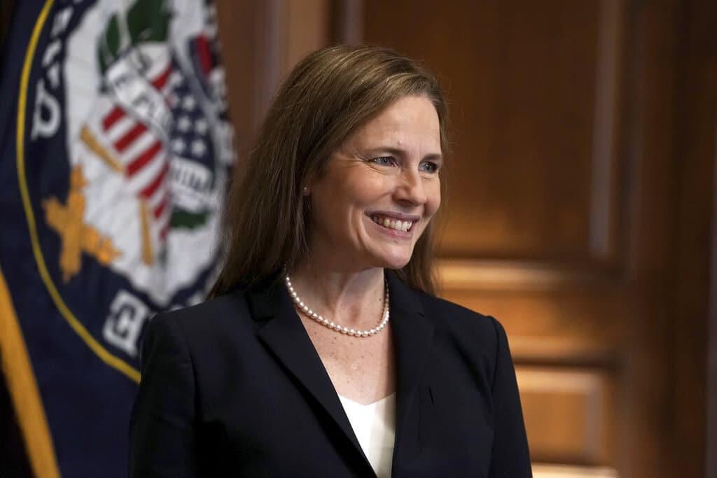 Confirman a Amy Coney Barrett como jueza de la Corte Suprema