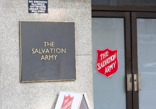 ¿Qué es el Salvation Army y cómo ayudan a la gente?