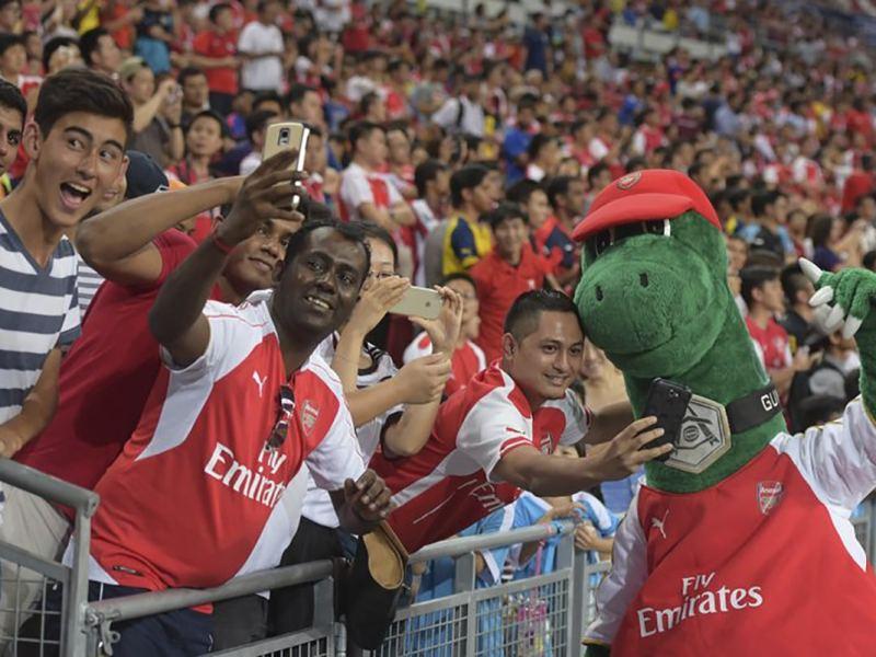 Mesut Özil ofreció pagar salario de mascota del Arsenal