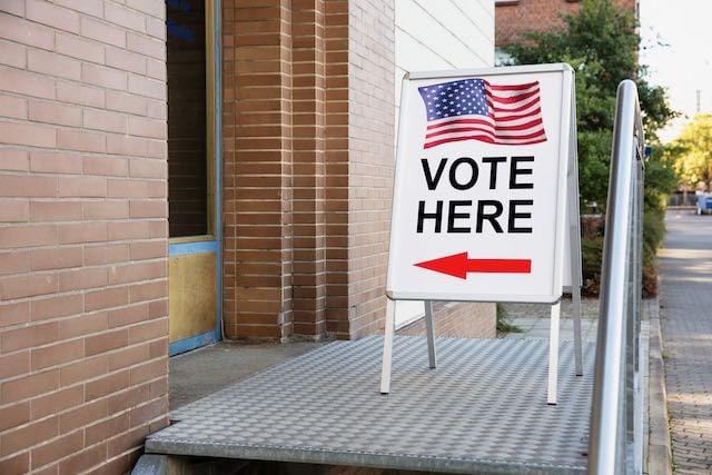 Record: Más de 225,000 votantes participaron en primer día de voto temprano en Carolina del Norte