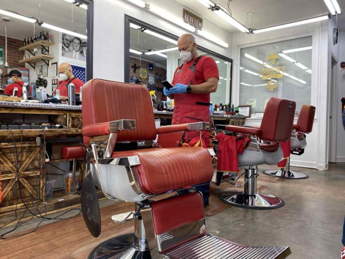 La barbería, A Barber's Cafe and Bar, pudo mantenerse a flote