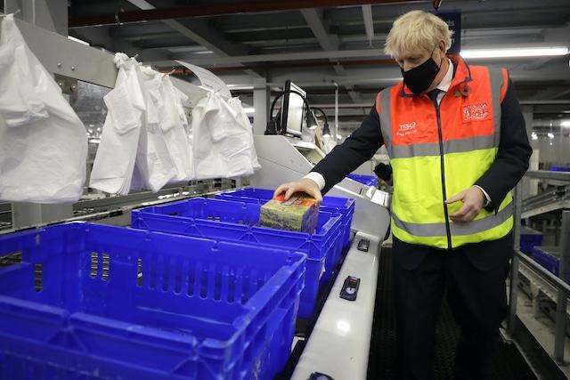 Boris Johnson, de nuevo en peligro de contagio por COVID-19