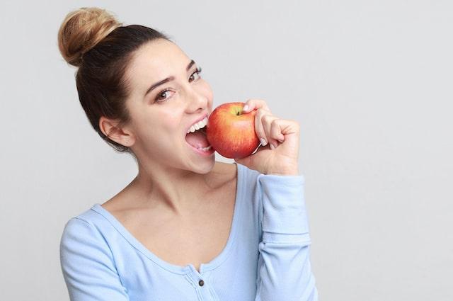 6 beneficios de comer una manzana todos los días