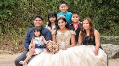 Sandy Mendoza con su familia
