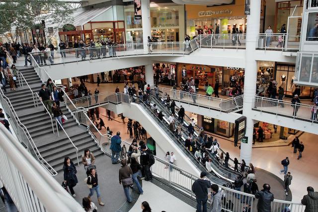 El centro comercial de Carolina del Norte exige que los adolescentes menores de 18 años estén acompañados por alguien mayor de 21 años