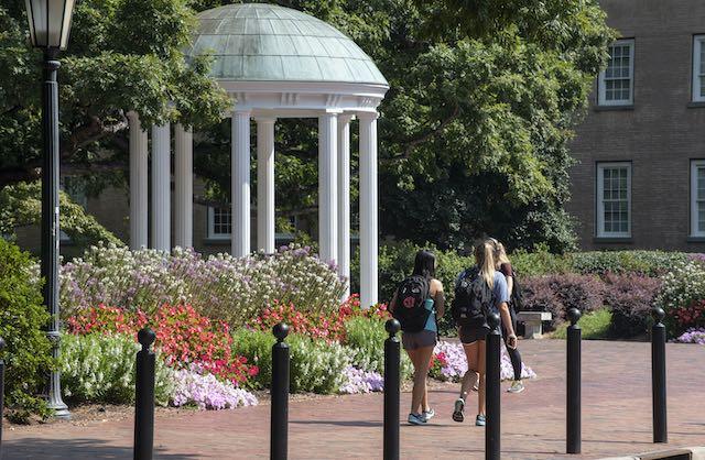 Estudiantes universitarios enfrentan cargos federales por distribución de drogas
