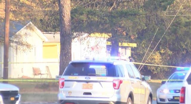 Oficial de policía muere horas después de disparar en el condado de Gaston