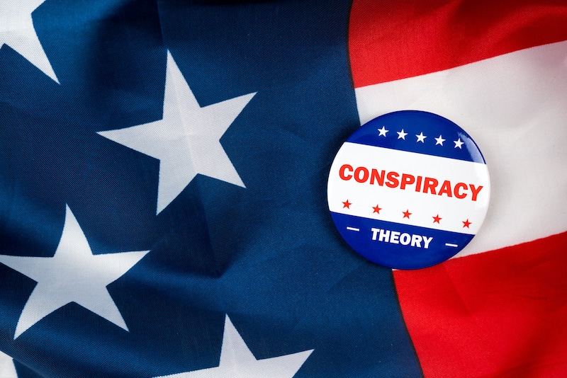 Cómo hablar con seres queridos que creen en teorías conspirativas