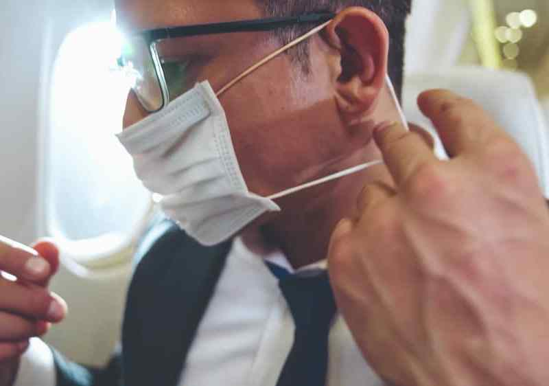 Multan con $15 mil a hombre que se negó a usar mascarilla en vuelo