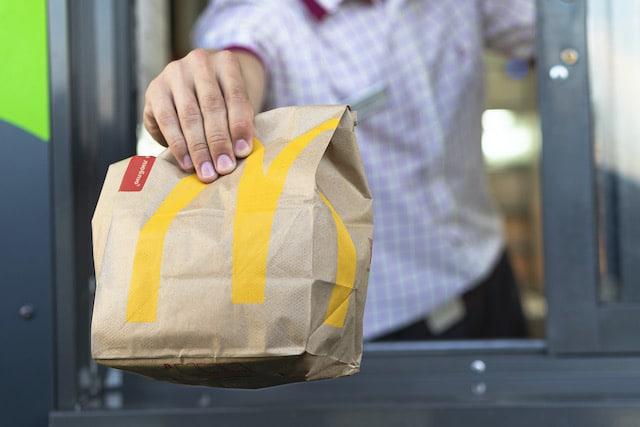 Cheeseburger por 25¢ todos los Jueves