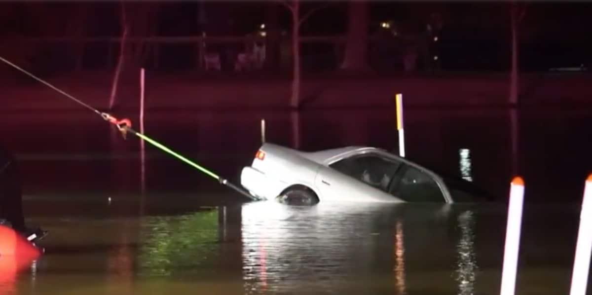 Auto encontrado en lago Carolina del Norte