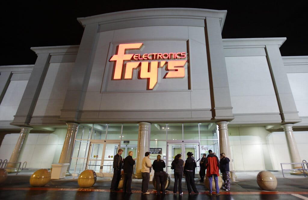 ¿Qué es Fry's Electronics y por qué cerró?