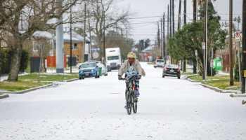 Texas 2 millones de personas sin electricidad tras tormenta invernal