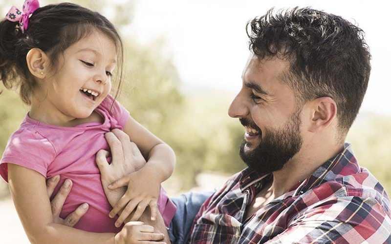 Papá debe involucrarse en la vida de los hijos