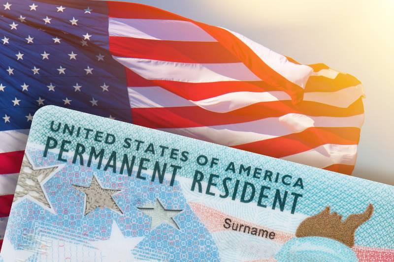 reanudan-emision-de-tarjetas-de-residencia-permanente-para-inmigrantes