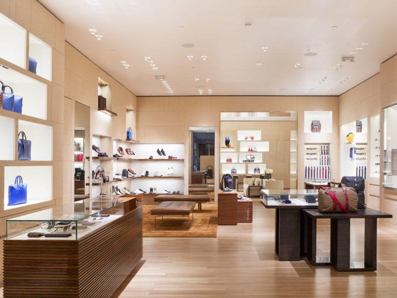 Mujer préstamo COVID-19 Carolina del Norte Louis Vuitton