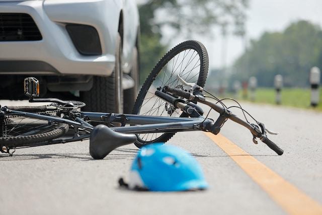 Arrestan a hombre que atropelló a ciclista latino y escapó