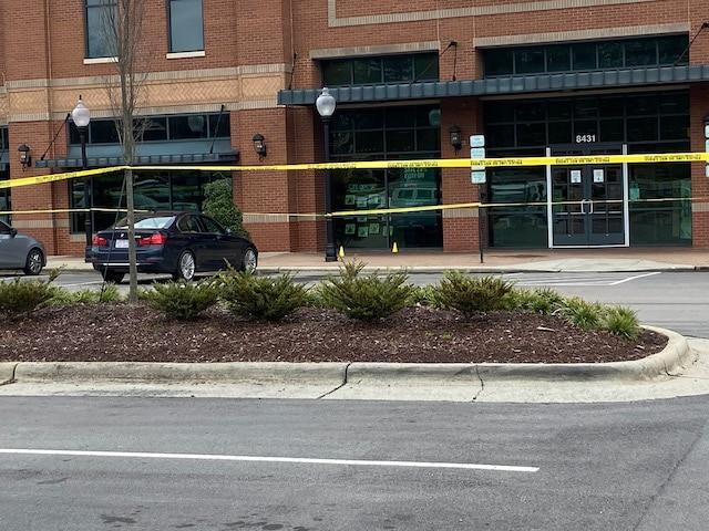 Muere hombre que fue baleado afuera de Barnes & Noble de Brier Creek en Raleigh