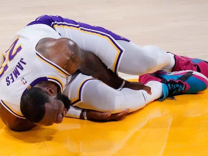 LeBron-James-lesionó-tobillo