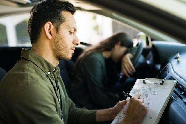 Malas calificaciones están costando a adolescentes sus licencias de conducir
