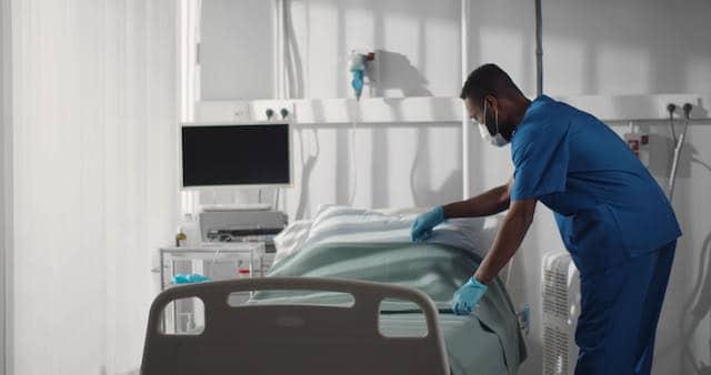 Menos de 1,000 personas hospitalizadas por el COVID-19 en Carolina del Norte