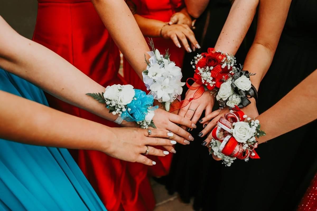 Estudiantes deberán tomar pruebas de COVID-19 para asistir bailes de graduación en Carolina del Norte