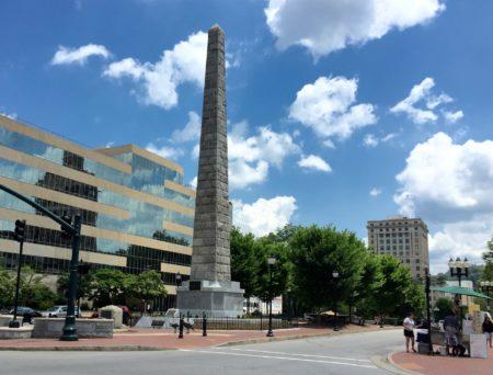 Asheville vota para eliminar monumento que está asociado a dueño de esclavos