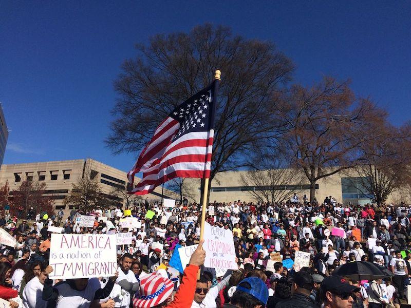 Asheville y Raleigh realizan marcha por una reforma migratoria
