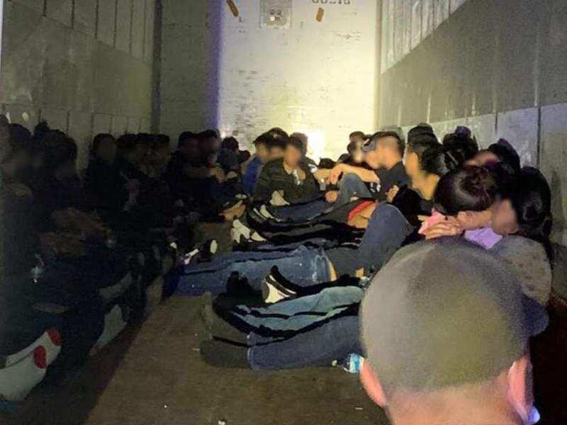 63 inmigrantes hallados en contenedor, conductor llevaba droga