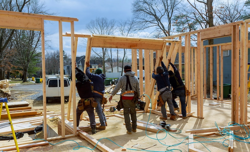 Precios de la madera se disparan y suben costos de construcción de casas